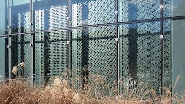 Metal screens kinetic