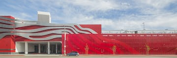 "The Petersen Automotive Museum uses ImageWall to continue the ""jet-stream"" motif across its parking garage facade."