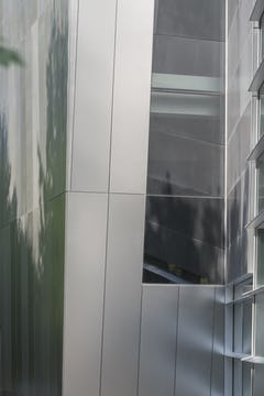Detail of the satin reflectivity of the plate panels used on IBM Headquarters.