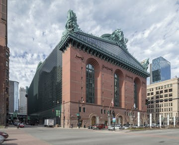 Harold Washington Library photographed in 2015, twenty-five years after manufacturing.