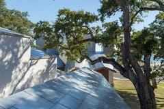 Ohr-O'Keefe Museum Roof system featuring Angel Hair Stainless Steel.