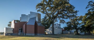 Southeast view of Ohr-O'Keefe Museum of Art in Biloxi, Mississippi.