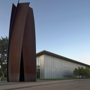 Richard Serra permanent installation at the Fort Worth Modern entrance