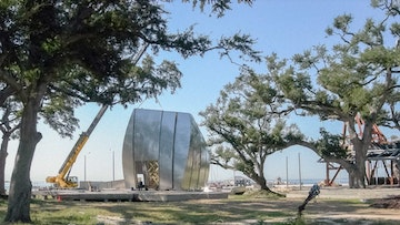 Gehry metal ohr pods