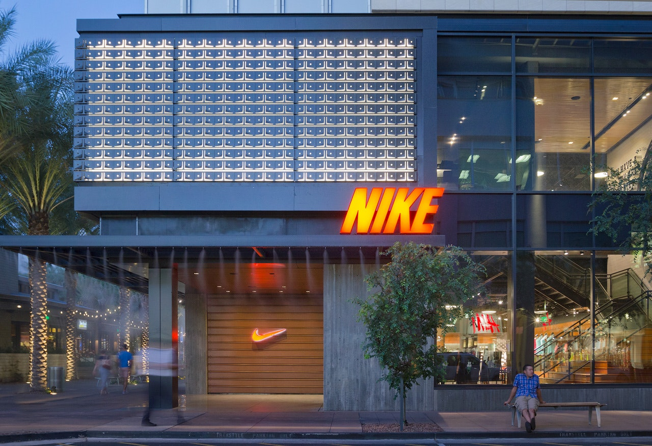 This is a List of Nike, Inc. sponsorships.. Nike pays top athletes in many sports to use their products and promote and advertise their technology and design.. Nike's first professional athlete endorser was Romanian tennis player Ilie illbook.ml first track endorser was distance runner Steve illbook.mltaine was the prized pupil of the company's co-founder, Bill Bowerman, while he.